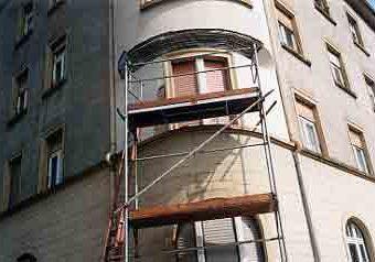 Abbruch von alten Glasbausteinen